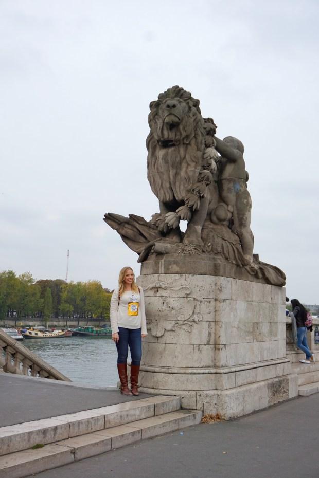 lion-statue-seine-paris