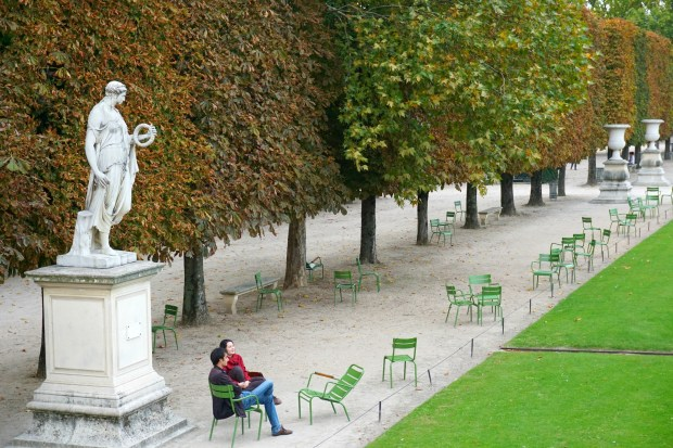 Walking Around Paris Diaries – Visiting Tuileries Garden, Eiffel Tower, and Champs Elysees