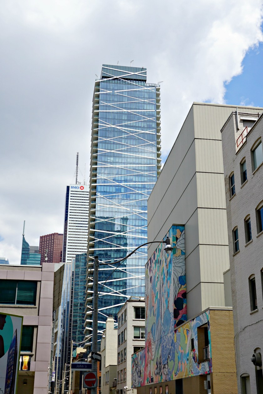 downtown-toronto-criss-cross-condo