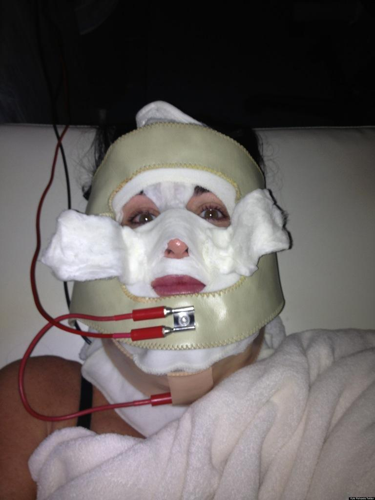 kyle-richards-facial-mask