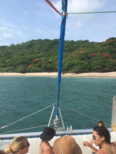 san-juan-del-sur-catamaran-island