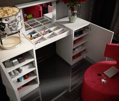 Kirkwood Bedroom Makeup Vanity Set by Everly Quinn. Photo: Wayfair