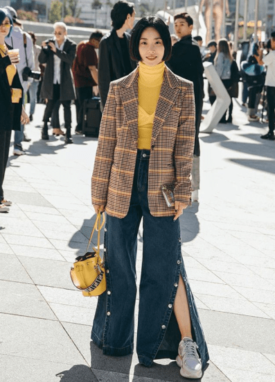 Fashion blogger in layered turtleneck look