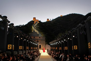 Lagerfeld's set for Fendi that looked like the Great Wall of China