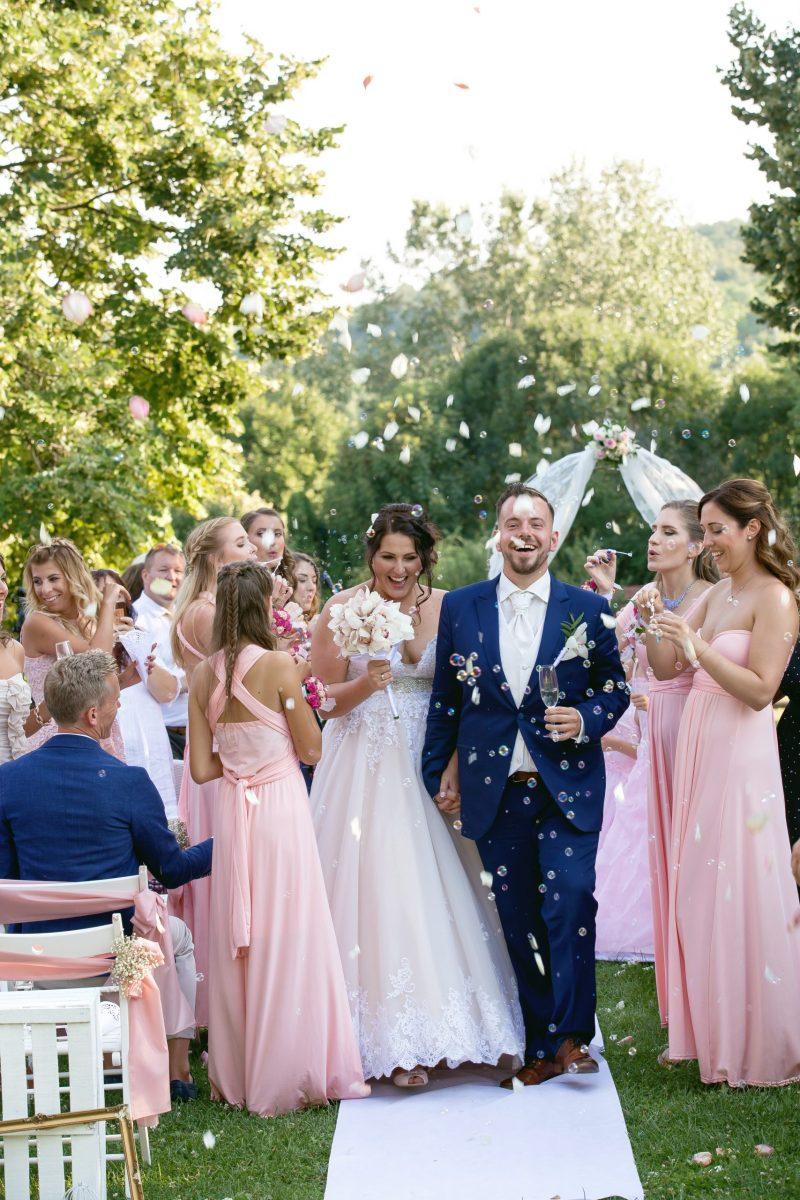 Orsi & Peti romantikus vintage esküvője