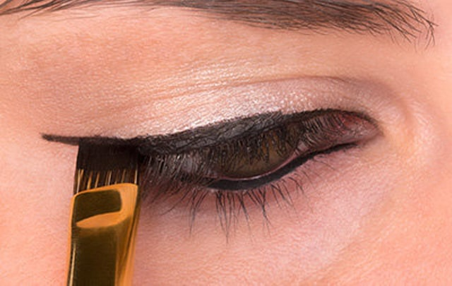 How to Do Winged Eyeliner 5