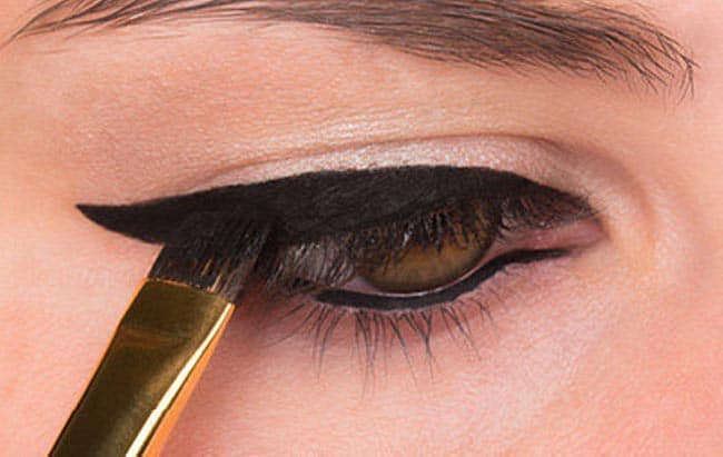 How to Do Winged Eyeliner 8