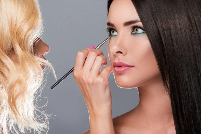 Brightening Makeup Tricks For Tired Eyes. 2