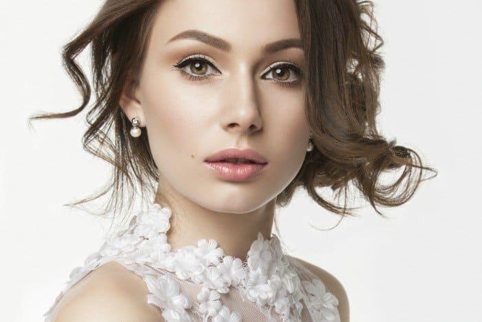 Brightening Makeup Tricks For Tired Eyes. 4