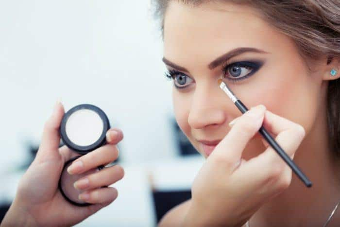 Brightening Makeup Tricks For Tired Eyes. 4