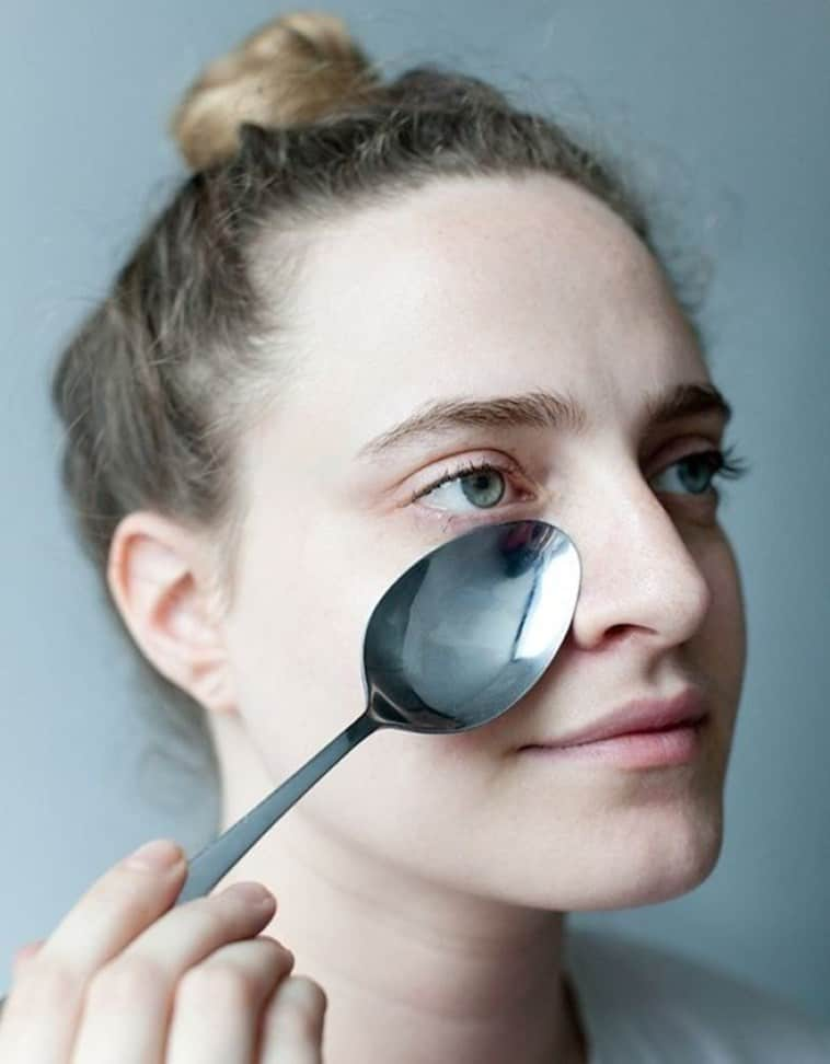 How you can use a spoon as a makeup instrument 7