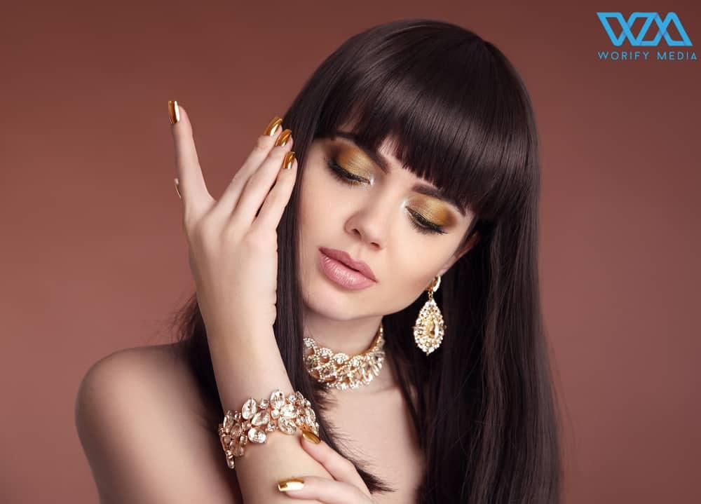 ways of using golden eyeshadow