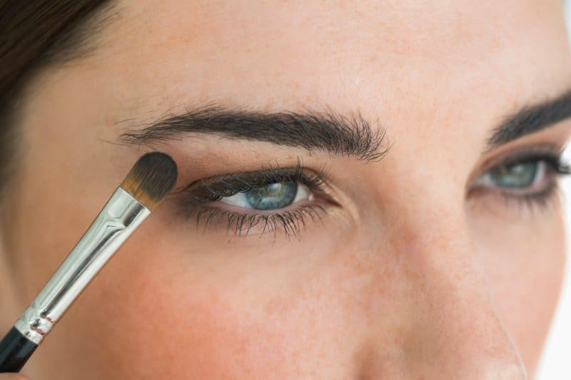 7 Steps To Eyeliner Application 7