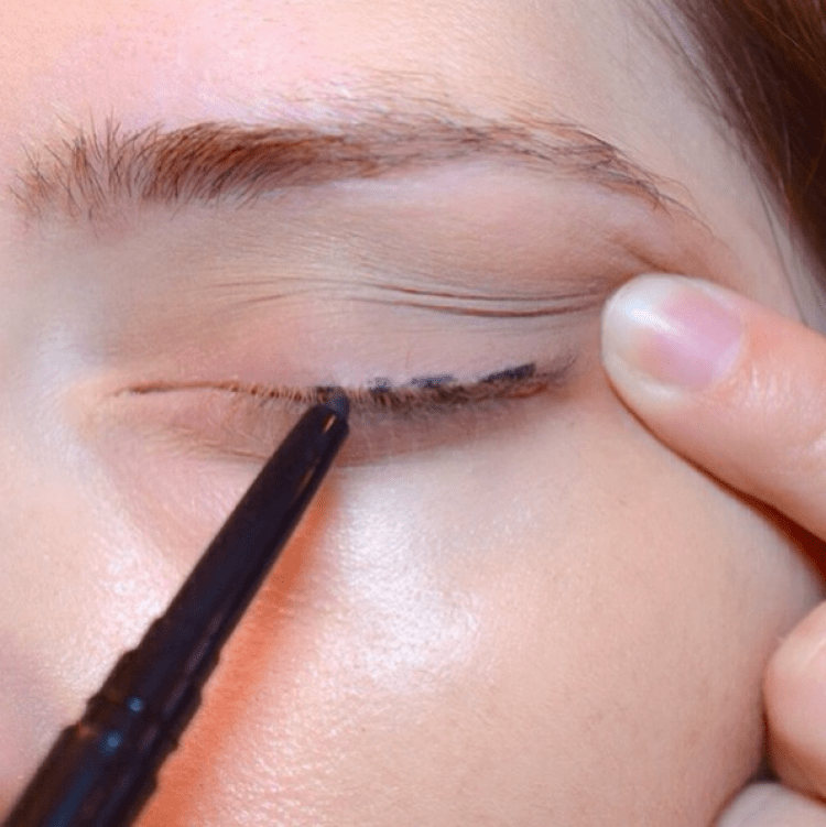 Eye Makeup Hacks That Every Beginner Needs To Know 12