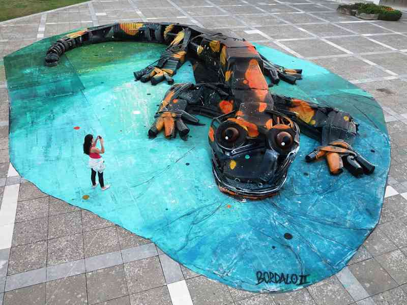 See How An Artist Turns Trash Into Animals So That It Depicts The Level Of Pollution. 7