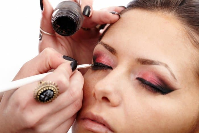 Tricks That Will Help Your Eyeliner Stay Longer 2