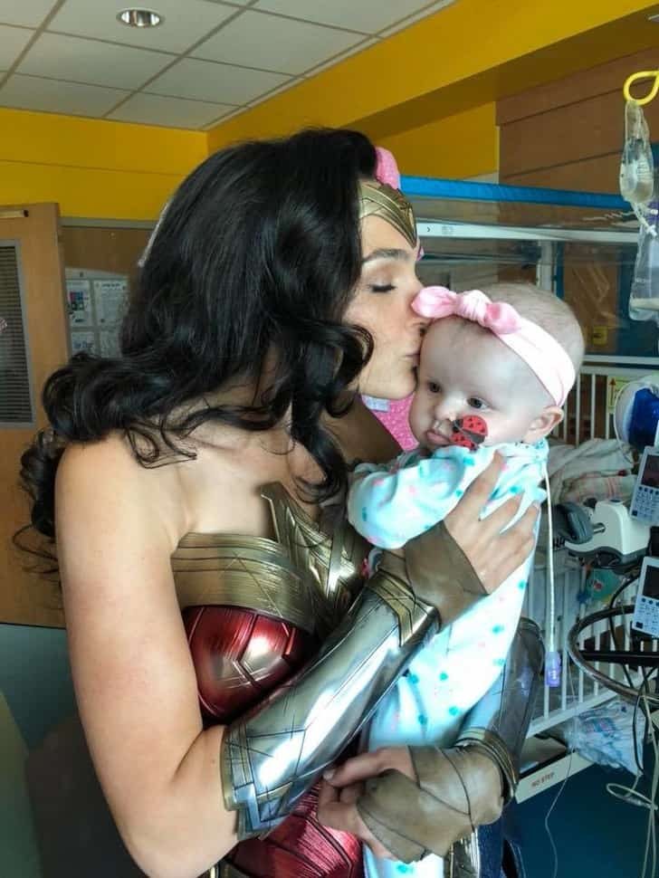 Gal Gadot Visit The Children Hospital By Taking A Special Off From Her Work 7