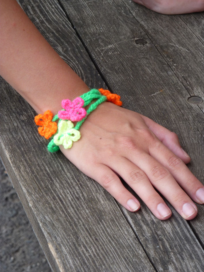 You are currently viewing Wickelarmband NEON-Flowers