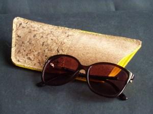 Sonnenbrille raus und rein in schickes Korketui