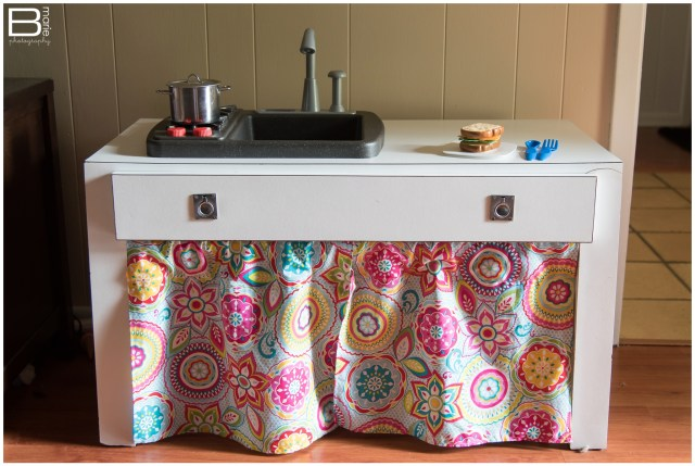 Nacogdoches photographer's DIY project to repurpose a thrift store table into a child's play table
