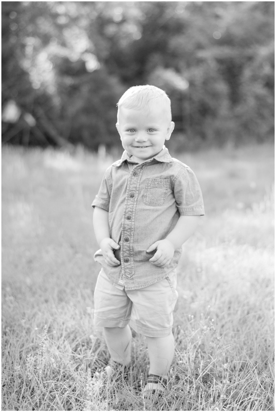 Houston family photographer - portrait session for family at their country home