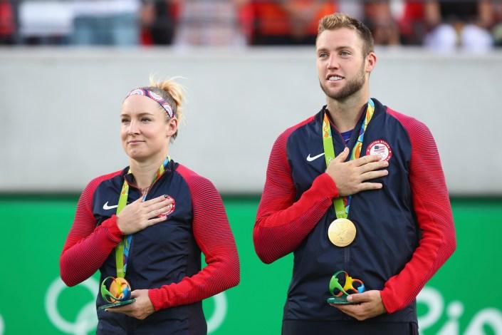 national anthem_mattek-sands, sock Olympic medal ceremony