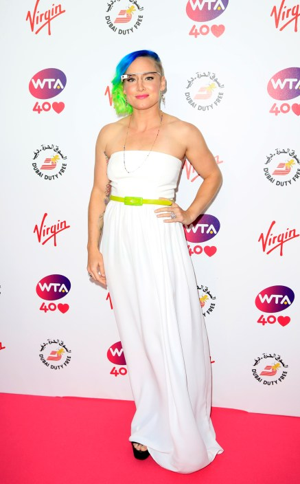 bethanie mattek-sands wearing google glass on red carpet