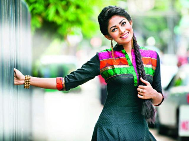 01-priya-bipasha-dainikdhakareport_28103