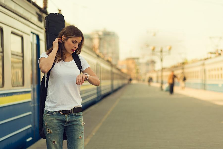 Girl+with+a+guitar+at+train+station.+Retro+toned+image