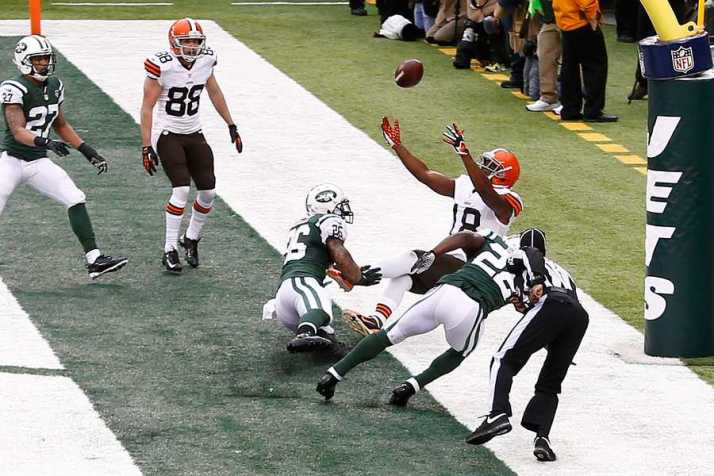 NEW YORK-DEC 22: Cleveland Browns wide receiver Greg Little (18