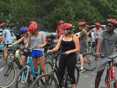 Seniors prepare for a biking excursion near Camp WIndgate Kirkland. Photo by Noa Schabes '17.