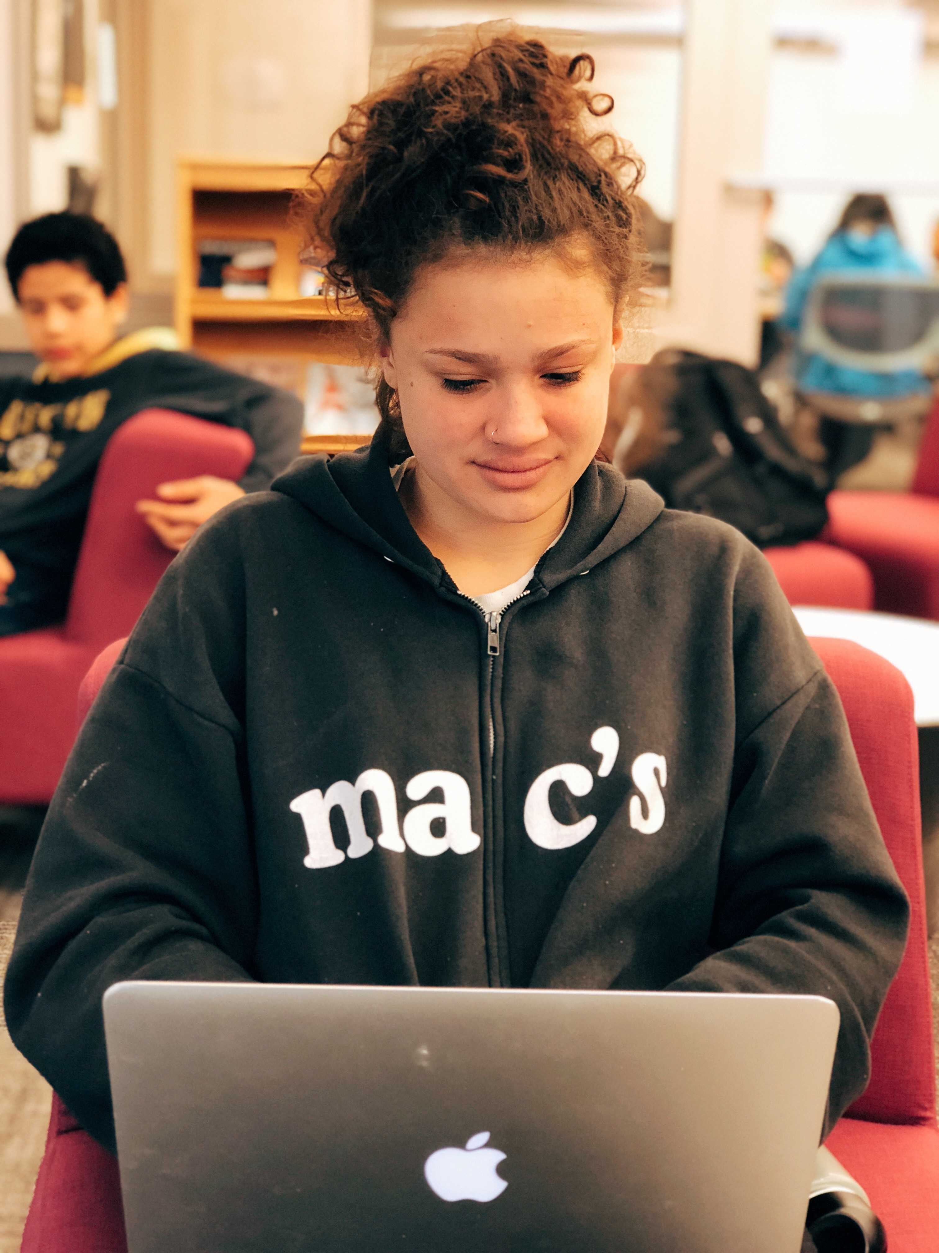 Cora Williams'20 studying on her laptop.