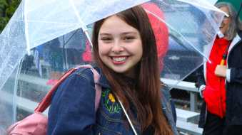 Bella Lepore '18 returns to Orr Field to cheer on the Gators. Photo by Michelle Levinger '10.