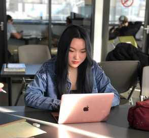 Corrine Zheng '19 doing some research. Photo by Gianni Thompson '21.