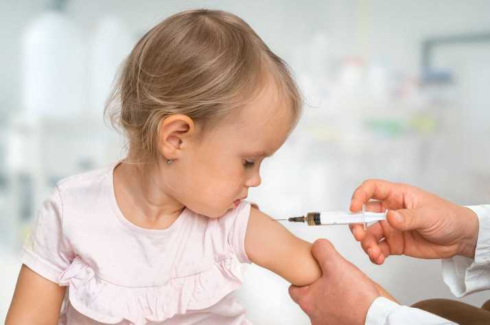 bigstock-Pediatrician-Doctor-Is-Injecti-272013733.jpg