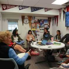Cindy Pendergast teaches her college counseling course to current seniors. Gator file photo.