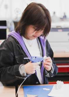 Betty Wang '21 glues her foam model together.