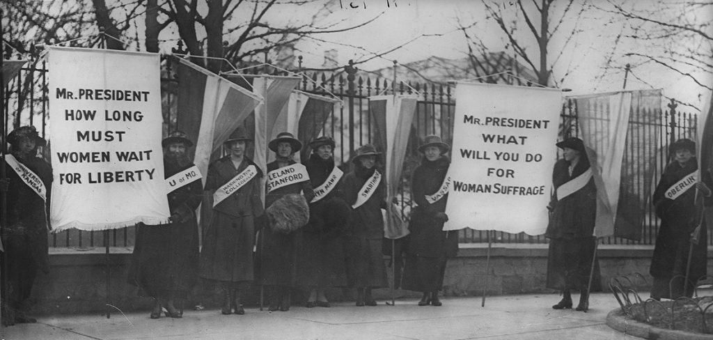 2015-03-02-womensuffragistspicketinginfrontofthewhitehouse