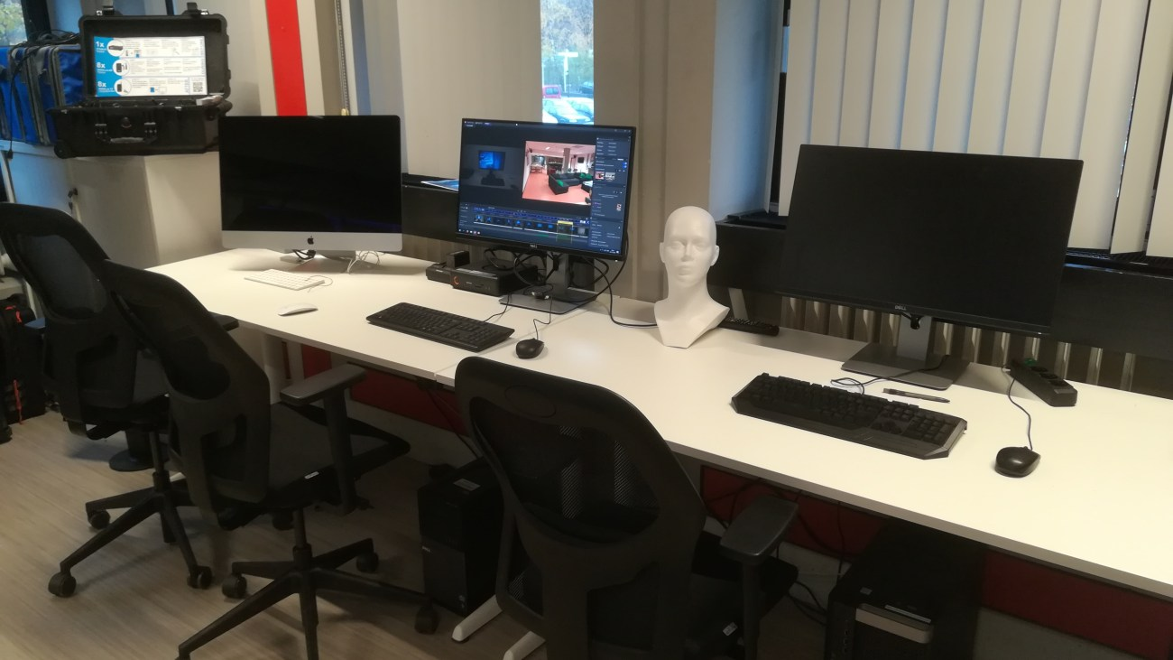 Computer setups that allow for multimedia editing and visual analysis of VR data