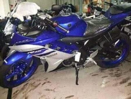 Yamaha-R15-revving-blue
