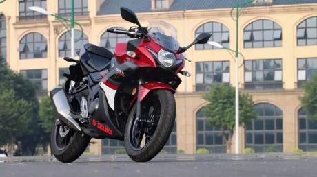 suzuki-gsx-250r-merah-strip-hitam-bmspeed7-com_3