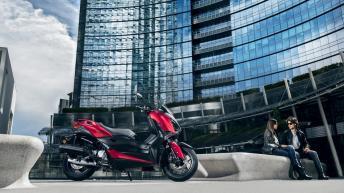 2018-Yamaha-XMAX-125-ABS-EU-Radical-Red-Static-005