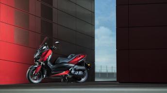 2018-Yamaha-XMAX-125-ABS-EU-Radical-Red-Static-008