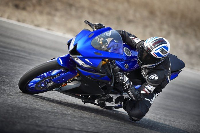 Cornering Yamaha R125 2018