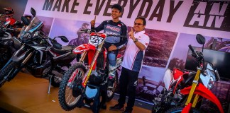 Adel Pembalap Motocross AHRT