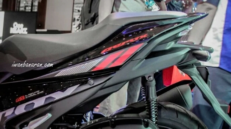 Buritan belakang, Yamaha Aerox 155 Hitam tipe standart