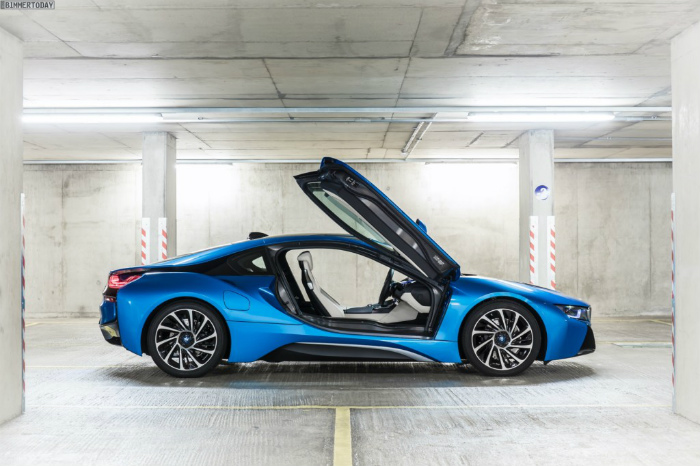 Wallpaper-BMW-i8-Protonic-Blue-UK-Plug-in-Hybrid-Sportwagen-16-1024x682
