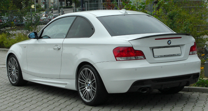 BMW_123d_Coupé_Sportpaket_BMW_Performance_(E82)_rear-2_20100914