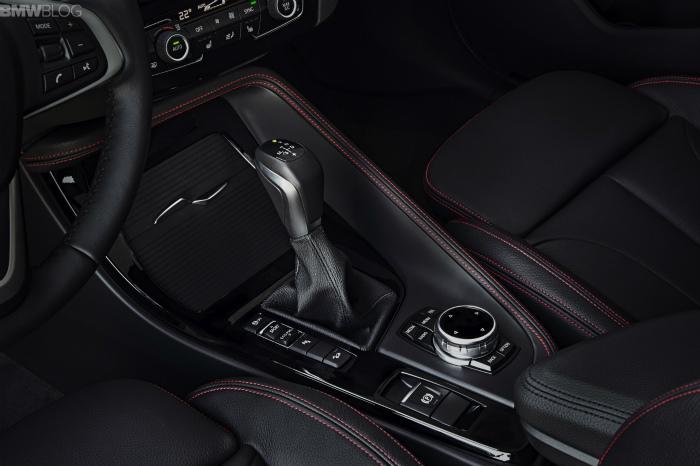 2016-BMW-X1-interior-1900x1200-images-02