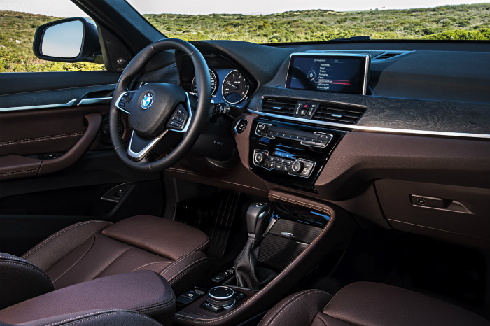 2016-BMW-X1-interior-1900x1200-images-15